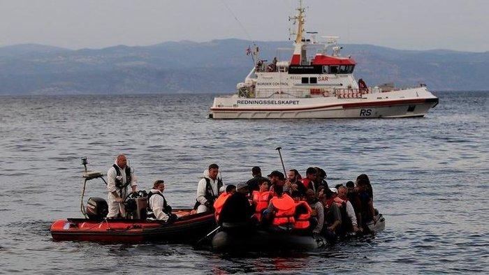 κπρόσωπος της Frontex επιβεβαίωσε στον Guardian ότι υπήρχαν αξιωματούχοι της ΕΕ στην πτήση, αλλά πρόσθεσε ότι δεν μπορεί να κατηγορηθεί η Frontex για τα όποια λάθη