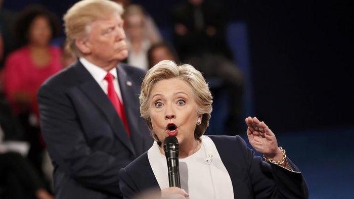 Χίλαρι Κλίντον και Ντόναλντ Τραμπ κατά τη διάρκεια του debate