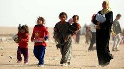 Εκατοντάδες οικογένειες Σύρων εγκλωβίστηκαν στην έρημο