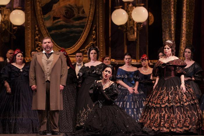 Τραβιάτα στο Μέγαρο: Η όπερα που ξεκίνησε ως φιάσκο κι αγαπήθηκε όσο καμία - εικόνα 2