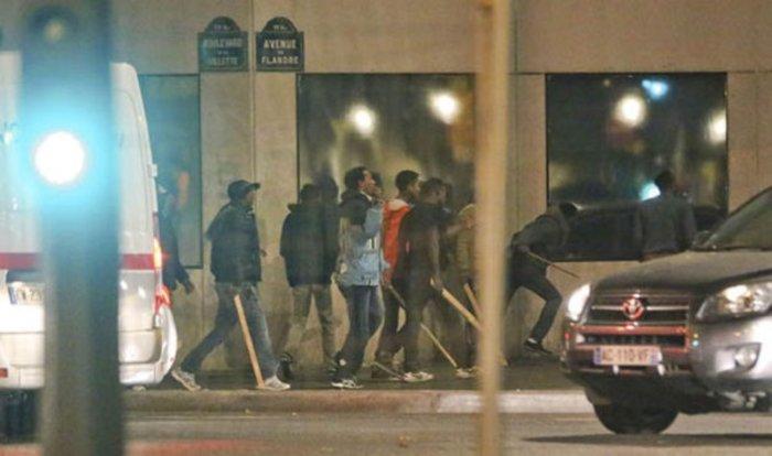 Χάος στο Παρίσι: Συγκρούσεις μεταναστών με ρόπαλα & μαχαίρια (ΒΙΝΤΕΟ)