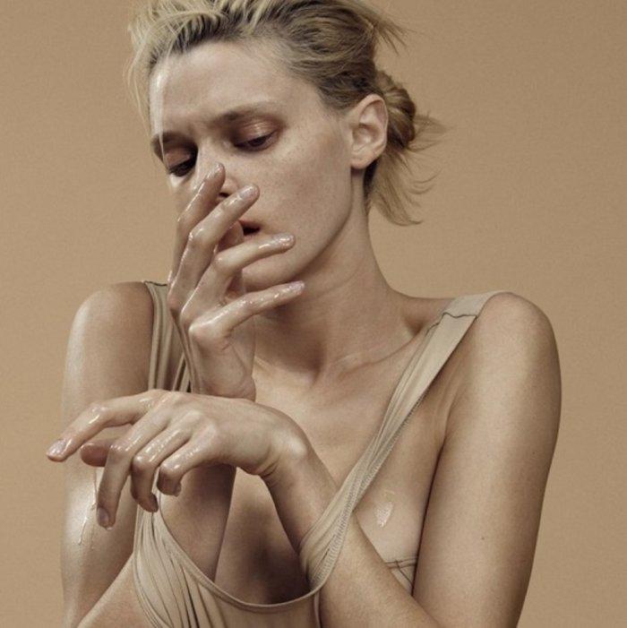 Η Paola αποδομεί τα πρότυπα ομορφιάς τυλίγοντας τα με νάυλον - εικόνα 5