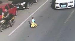 Το video του κινέζου μπόμπιρα που έγινε viral