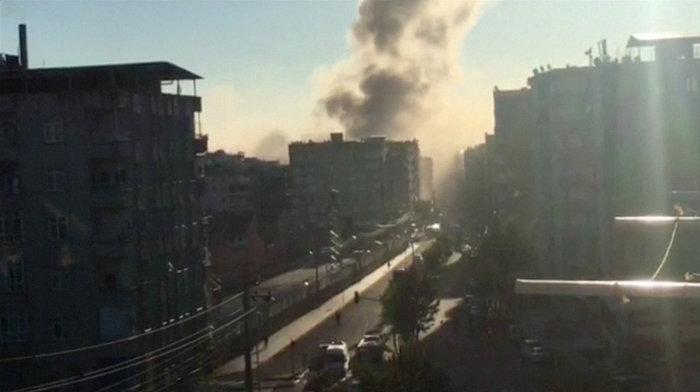 Βομβιστική επίθεση στο κέντρο του Ντιγιάρμπακιρ - εικόνα 2