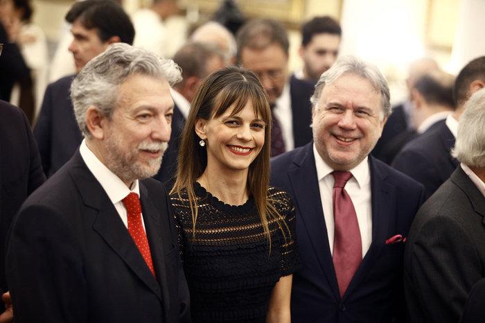 Η νέα υπουργός Εργασίας Έφη Αχτσιόγλου. Αριστερά ο νέος υπουργός Δικαιοσύνης Σταύρος Κοντονής και δεξιά ο προκάτοχός της Γιώργος Κατρούγκαλος.