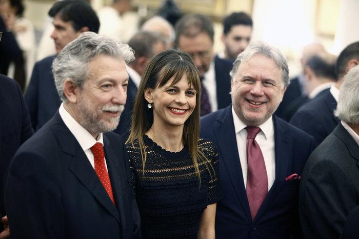 Η νέα υπουργός Εργασίας Έφη Αχτσιόγλου. Δεξιά ο πρόκάτοχός της Γιώργος Κατρούγκαλος.