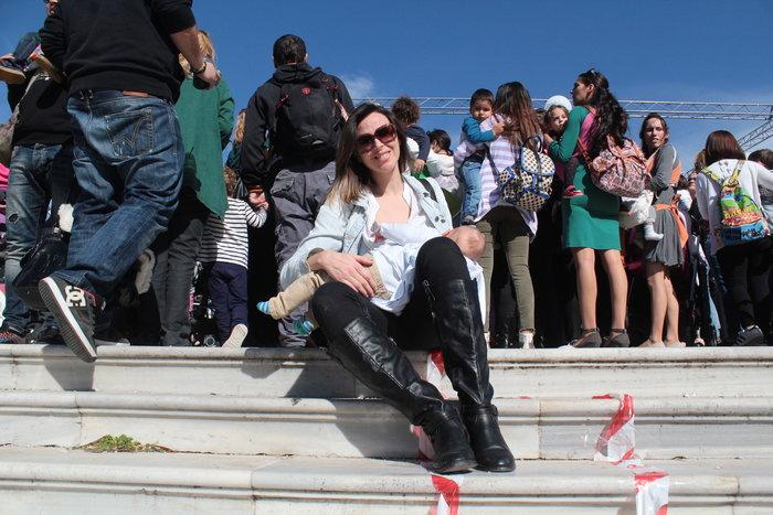 Δημόσιος θηλασμός με εκατοντάδες μητέρες στο Ζάππειο -φωτό- - εικόνα 5