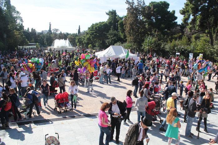 Δημόσιος θηλασμός με εκατοντάδες μητέρες στο Ζάππειο -φωτό- - εικόνα 7