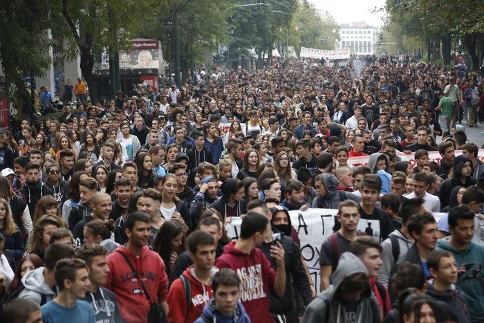 Νερατζοπόλεμος, μολότοφ & χημικά στο εκπαιδευτικό συλλαλητήριο - εικόνα 5