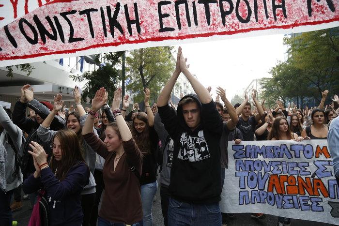 Νερατζοπόλεμος, μολότοφ & χημικά στο εκπαιδευτικό συλλαλητήριο - εικόνα 8