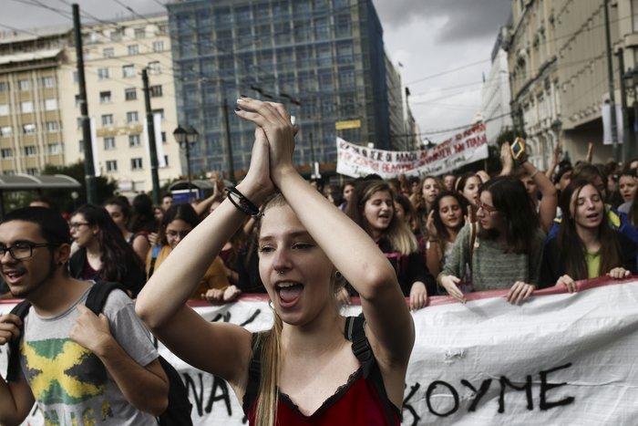 Νερατζοπόλεμος, μολότοφ & χημικά στο εκπαιδευτικό συλλαλητήριο - εικόνα 9