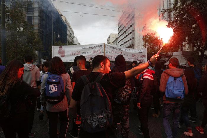 Νερατζοπόλεμος, μολότοφ & χημικά στο εκπαιδευτικό συλλαλητήριο - εικόνα 11