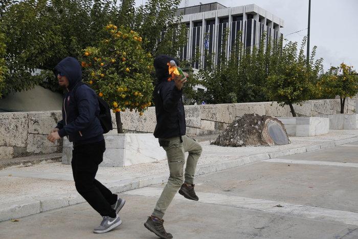 Νερατζοπόλεμος, μολότοφ & χημικά στο εκπαιδευτικό συλλαλητήριο