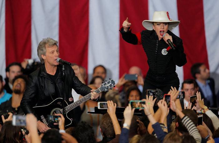Mε Lady Gaga & Bon Jovi  η Χίλαρι στη Βόρεια Καρολίνα - εικόνα 5