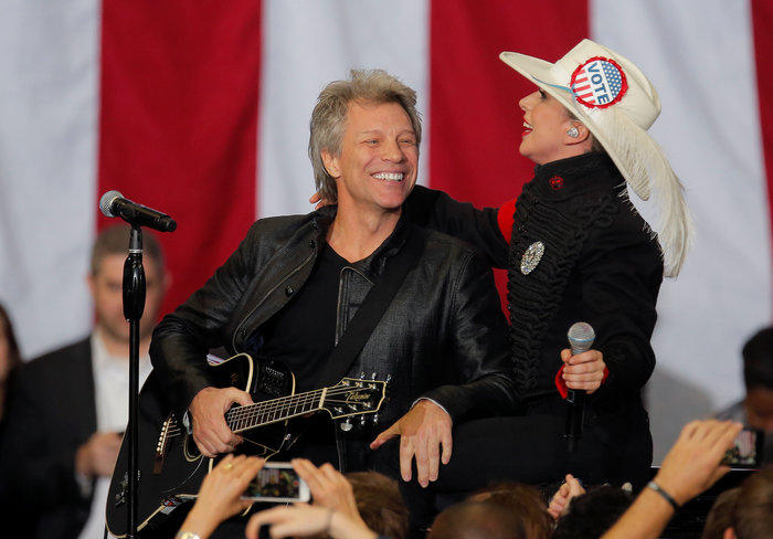 Mε Lady Gaga & Bon Jovi  η Χίλαρι στη Βόρεια Καρολίνα - εικόνα 7