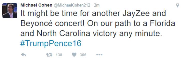 Ειρωνία Κοέν μέσω Twitter εις βάρος της Χίλαρι Κλίντον