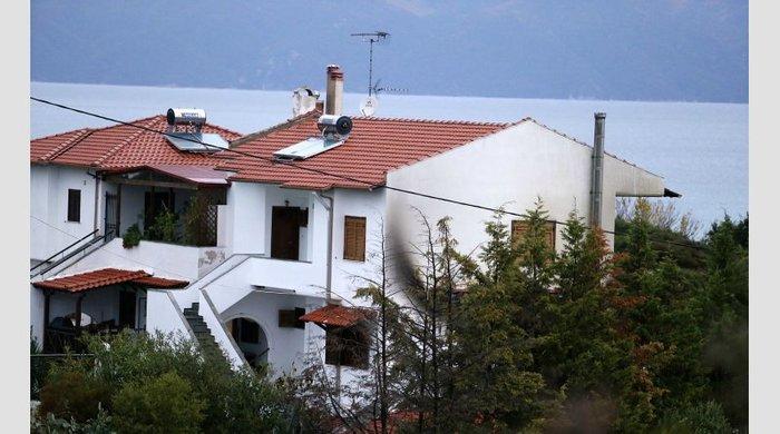 Φωτό και video από τον εμπρησμό στο σπίτι του αρχιδιαιτητή