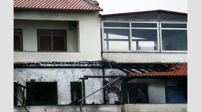 Φωτό και video από τον εμπρησμό στο σπίτι του αρχιδιαιτητή - εικόνα 3