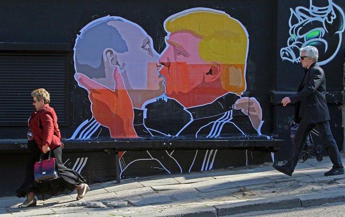 Βλαντιμίρ Πούτιν και Ντόναλντ Τραμπ σε mural σε τοίχο της Λιθουανίας