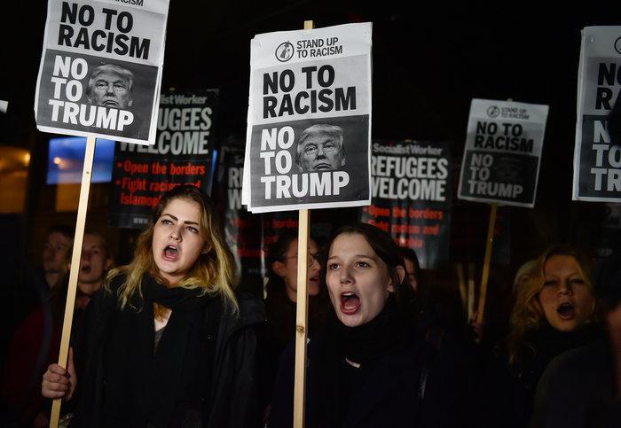 Λονδίνο: Ενταση στην πρεσβεία των ΗΠΑ από διαδηλωτές και ακροδεξιούς - εικόνα 2
