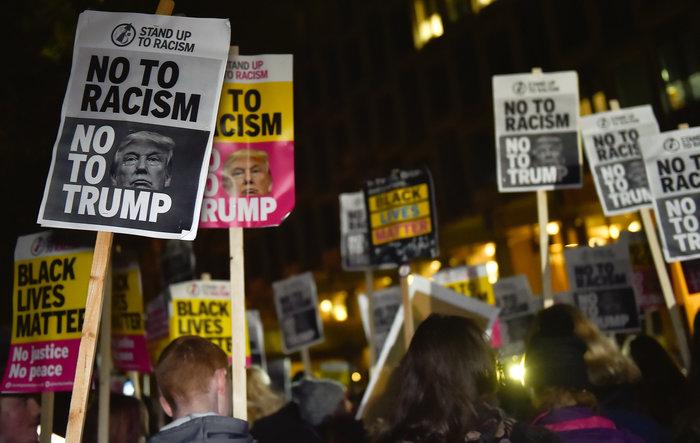 Λονδίνο: Ενταση στην πρεσβεία των ΗΠΑ από διαδηλωτές και ακροδεξιούς - εικόνα 5