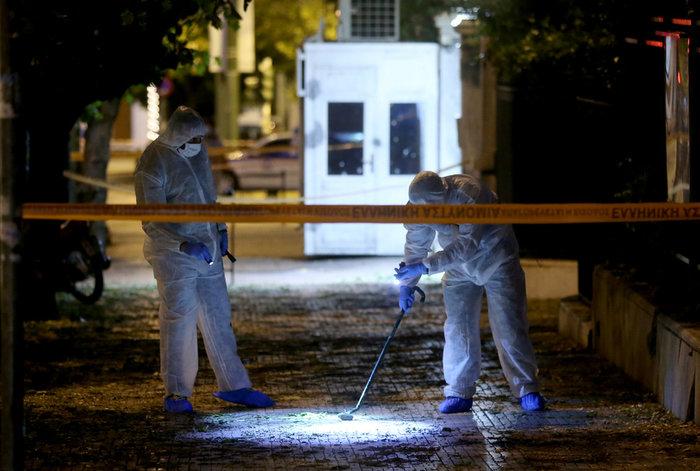 Επίθεση με χειροβομβίδα στη γαλλική πρεσβεία-τραυματίστηκε αστυνομικός - εικόνα 11