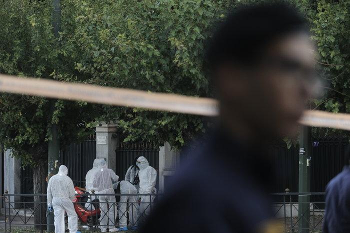 Επίθεση με χειροβομβίδα στη γαλλική πρεσβεία-τραυματίστηκε αστυνομικός - εικόνα 5