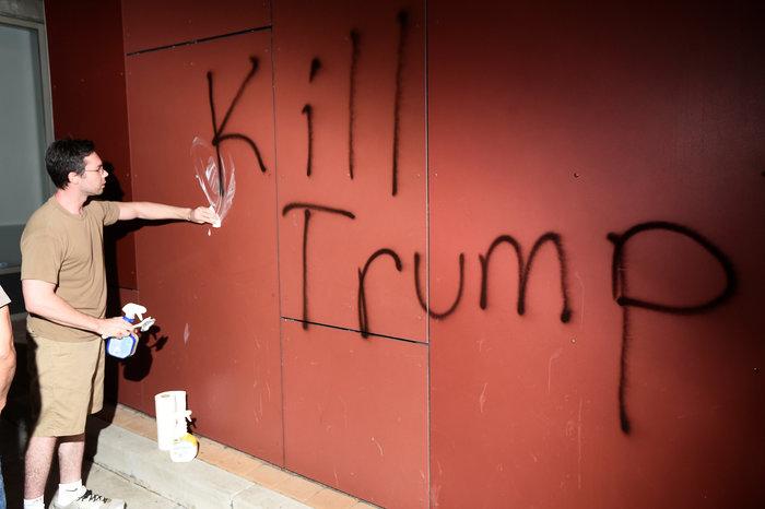 Μαζικές διαδηλώσεις στις ΗΠΑ: «Ο Τραμπ δεν είναι πρόεδρός μας» - εικόνα 11