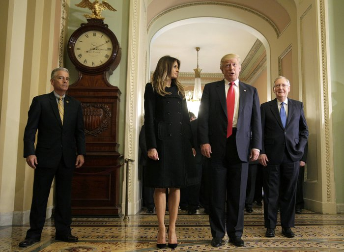 Καρέ - καρέ η πρώτη εμφάνιση της Μελάνια Τραμπ στον Λευκό Οίκο - εικόνα 2