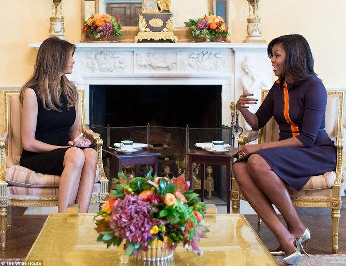 Καρέ - καρέ η πρώτη εμφάνιση της Μελάνια Τραμπ στον Λευκό Οίκο - εικόνα 9