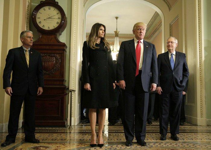 Καρέ - καρέ η πρώτη εμφάνιση της Μελάνια Τραμπ στον Λευκό Οίκο - εικόνα 3