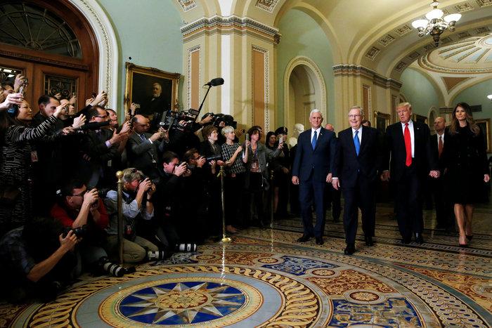 Καρέ - καρέ η πρώτη εμφάνιση της Μελάνια Τραμπ στον Λευκό Οίκο