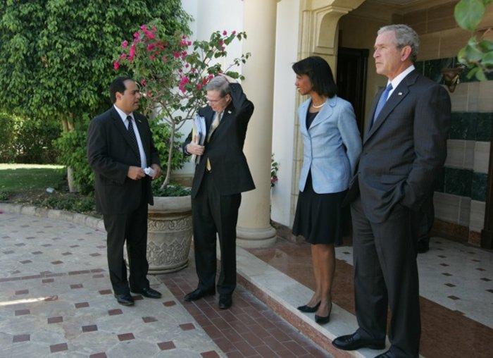 Ο Τζορτζ Τζιτζίκος δίπλα στον πρώην πρόεδρο Μπους