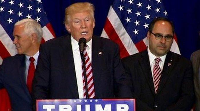 Ο Τζορτζ Τζιτζίκος σε ομιλία του Ντόναλντ Τραμπ κατά τη διάρκεια της προεκλογικής περιόδου
