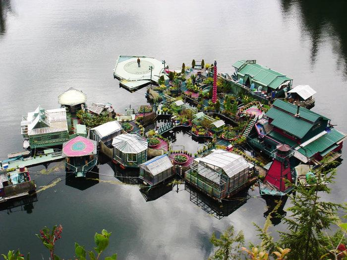 Ζευγάρι θυσίασε 24 χρόνια για να χτίσει αυτό το αυτόνομο νησί που επιπλέει