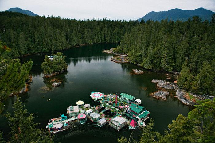Ζευγάρι θυσίασε 24 χρόνια για να χτίσει αυτό το αυτόνομο νησί που επιπλέει - εικόνα 2