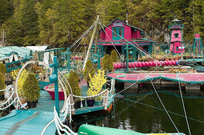 Ζευγάρι θυσίασε 24 χρόνια για να χτίσει αυτό το αυτόνομο νησί που επιπλέει - εικόνα 4