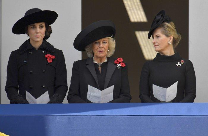 Θλιμμένη και ντυμένη στα μαύρα η Δούκισσα του Κέιμπριτζ [Εικόνες] - εικόνα 4
