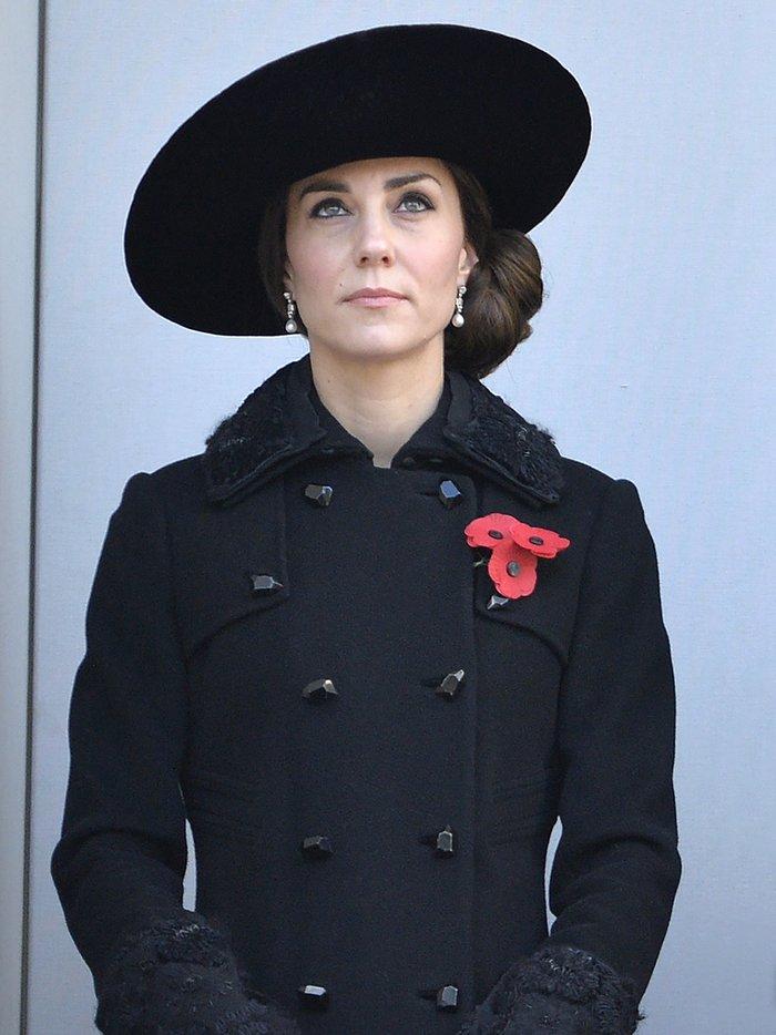 Θλιμμένη και ντυμένη στα μαύρα η Δούκισσα του Κέιμπριτζ [Εικόνες] - εικόνα 5