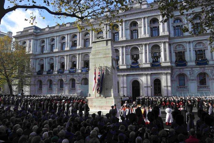Θλιμμένη και ντυμένη στα μαύρα η Δούκισσα του Κέιμπριτζ [Εικόνες] - εικόνα 8