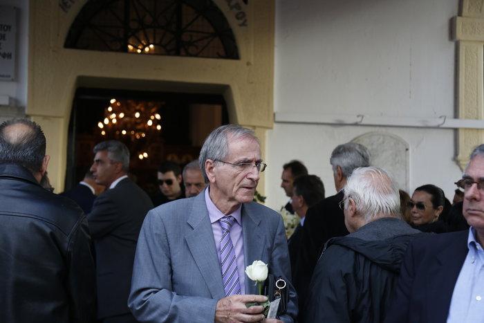 Οδύνη στο τελευταίο αντίο στον δημοσιογράφο Γιώργο Γεωργιάδη - εικόνα 2