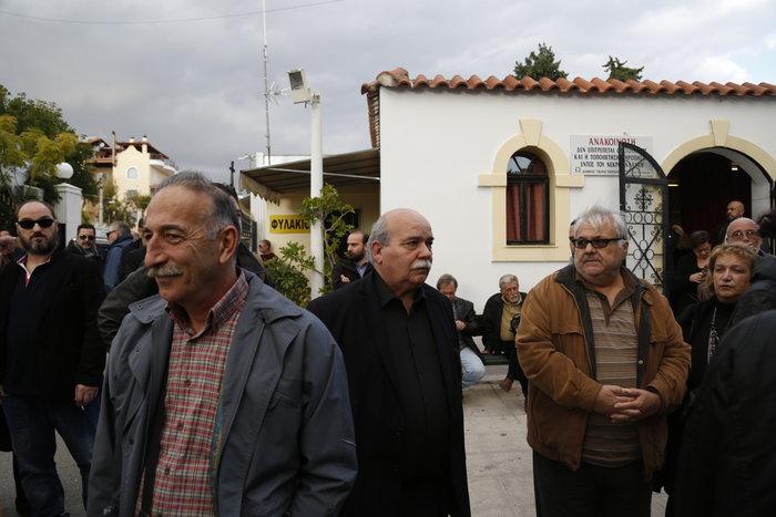 Οδύνη στο τελευταίο αντίο στον δημοσιογράφο Γιώργο Γεωργιάδη - εικόνα 3
