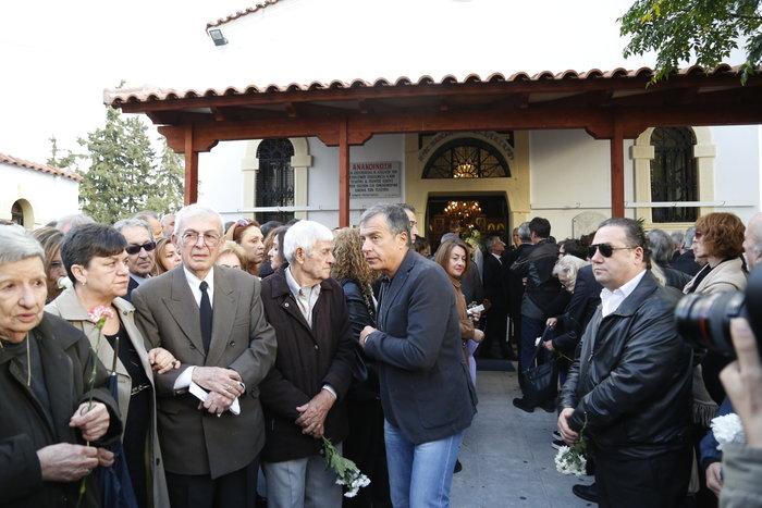 Οδύνη στο τελευταίο αντίο στον δημοσιογράφο Γιώργο Γεωργιάδη - εικόνα 6