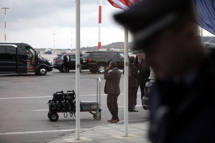 Εν αναμονή του Ομπάμα: Οι πρώτες φωτογραφίες από Ελ. Βενιζέλος - εικόνα 4