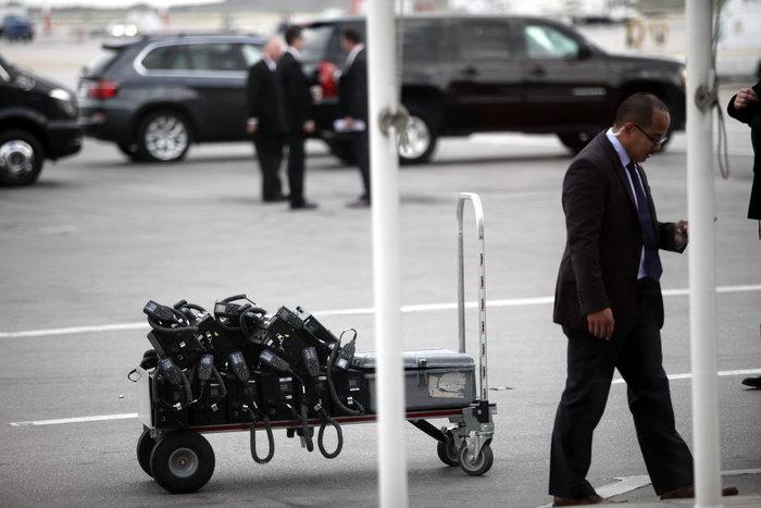 Εν αναμονή του Ομπάμα: Οι πρώτες φωτογραφίες από Ελ. Βενιζέλος - εικόνα 6
