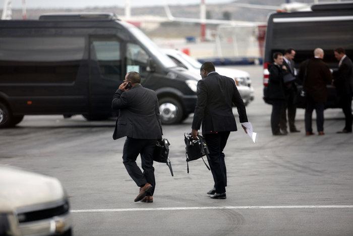 Εν αναμονή του Ομπάμα: Οι πρώτες φωτογραφίες από Ελ. Βενιζέλος - εικόνα 11