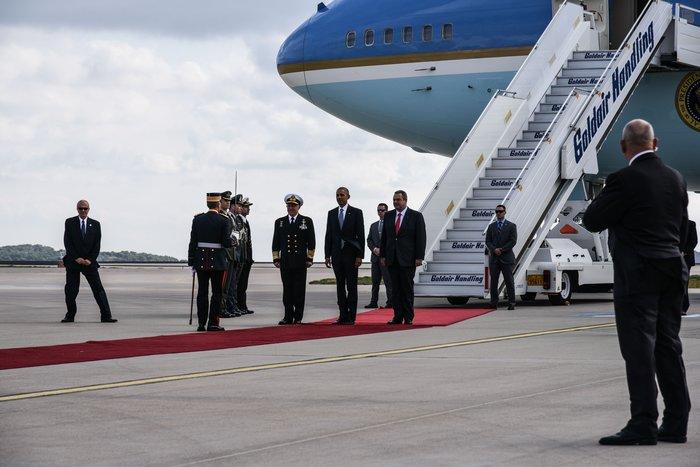 Ο Ομπάμα στην Αθήνα: Καρέ καρέ η άφιξη του 44ου Προέδρου της Αμερικής - εικόνα 2