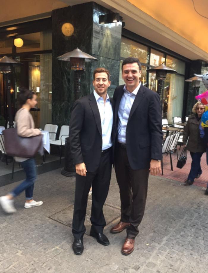 Βόλτα στην Αθήνα για τον σύμβουλο του Ομπάμα, Αλεξ Γιαννούλια - εικόνα 2