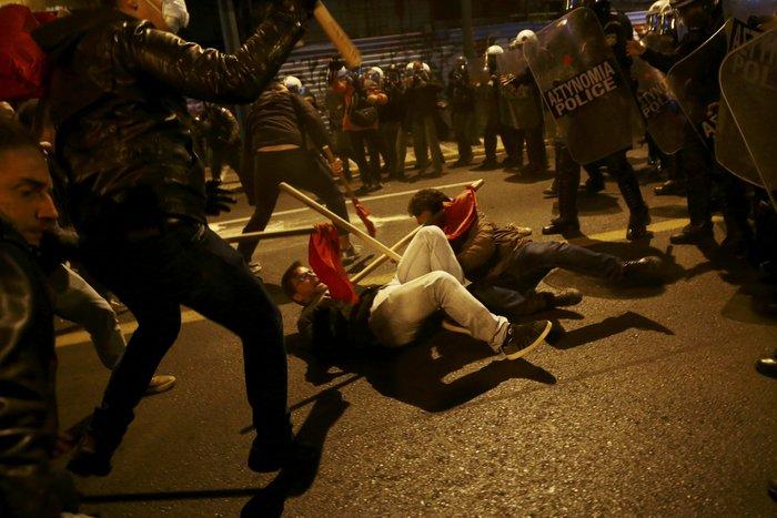 Μολότοφ, συλλήψεις, δακρυγόνα και οδοφράγματα  στο Πολυτεχνείο - εικόνα 10