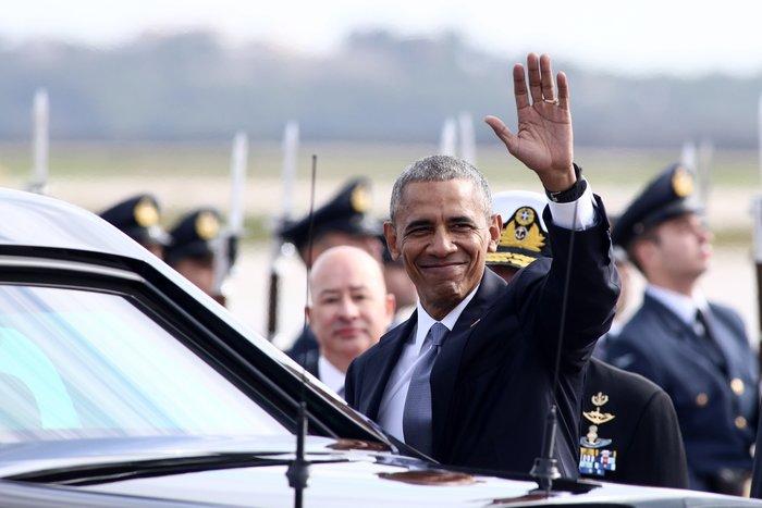 O Oμπάμα κατά την άφιξή του στο αεροδρόμιο «Ελευθέριος Βενιζέλος»